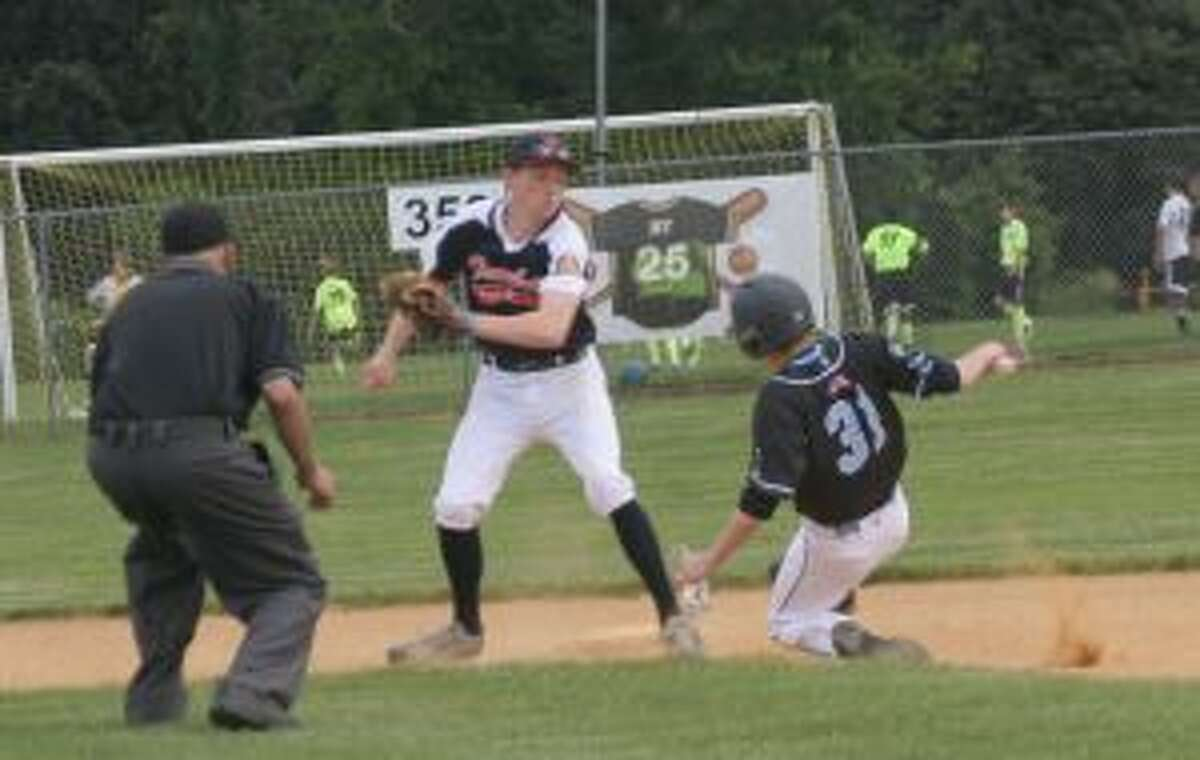 Jack Lynch prepares to slap a tag down on Brandon Skewis trying to steal.