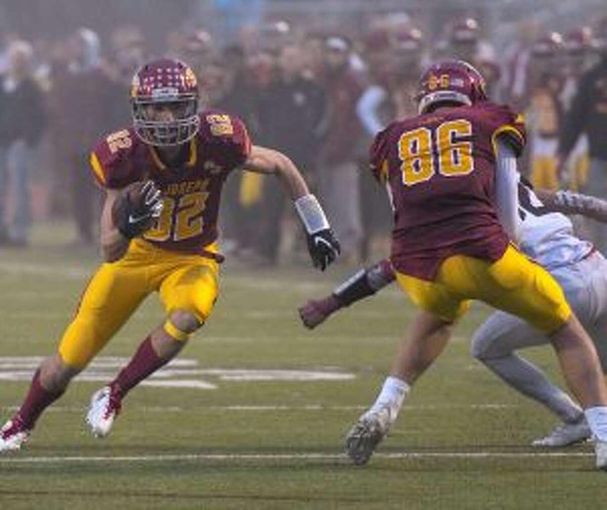 Will Diamantis runs around an Owen DaSilva block for a touchdown.