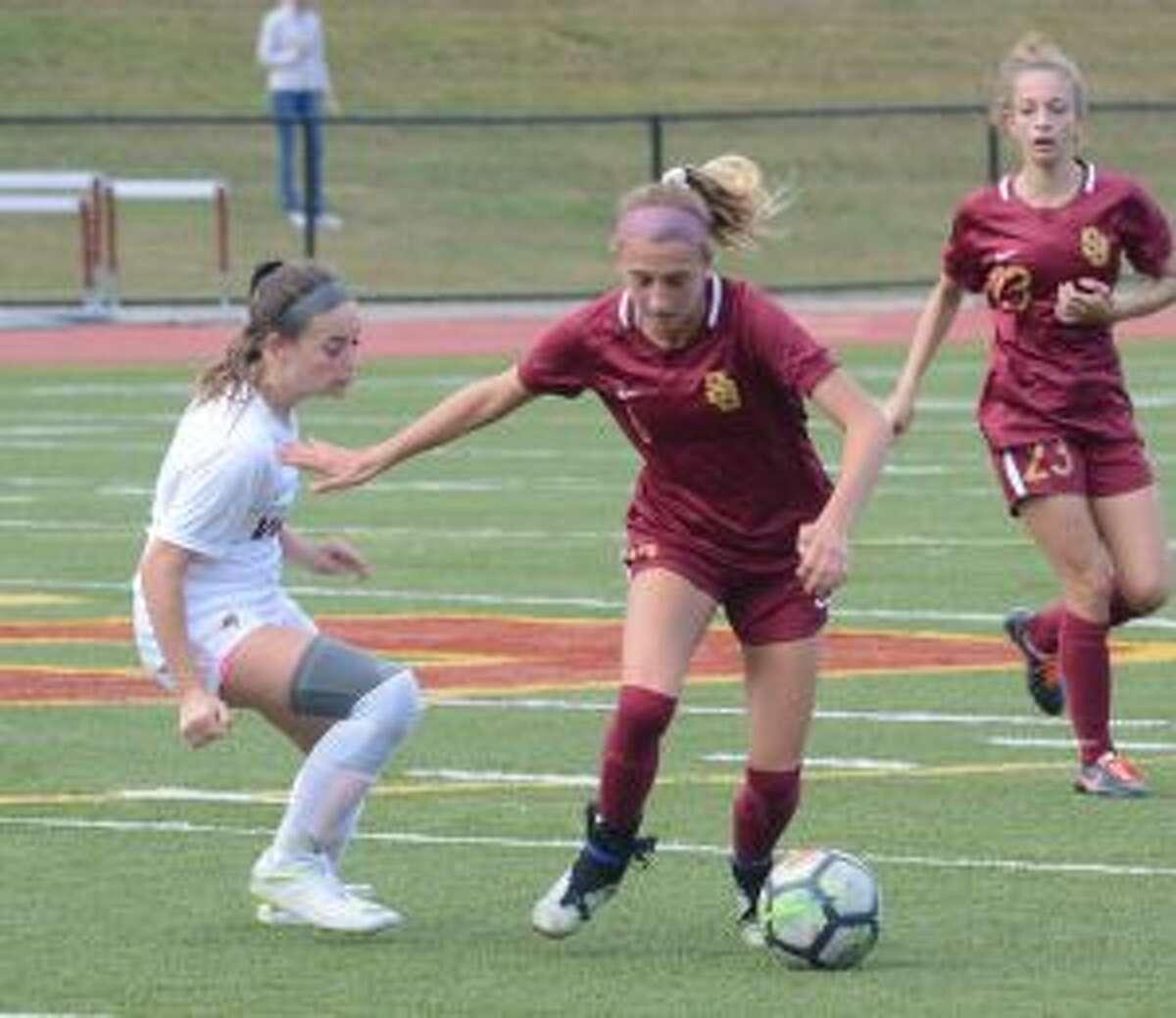 Caroline Sheehan works to possess the ball.