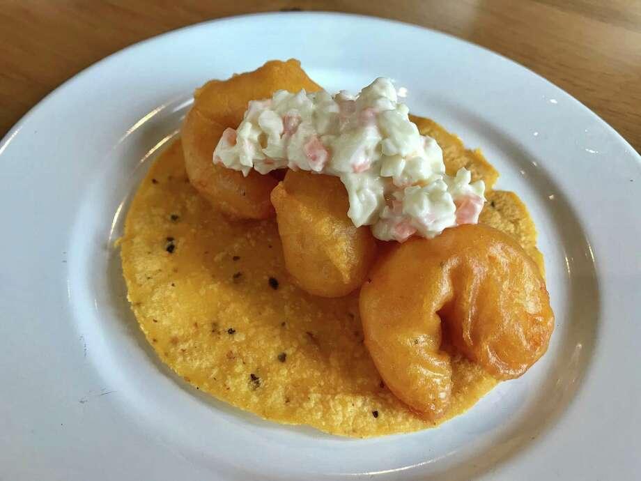 Classico tacos de camarones at La Vibra Tacos Photo: Alison Cook / Staff