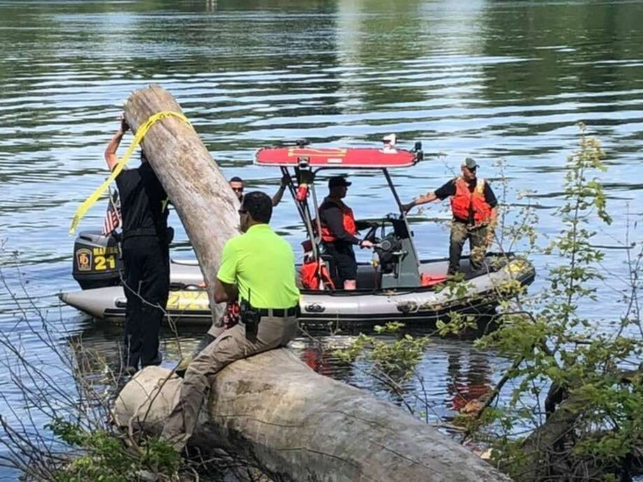 Crews searching the Conneticut River along the shore in Suffield, Conn., on June 4, 2019. A local fisherman called police after seeing what he believed to be a possible body in the water. Photo: Contributed Photo / Suffield Police Department