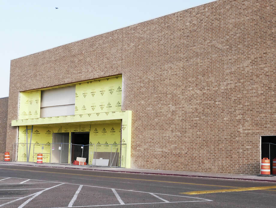 Construction is underway on the Main Event Entertainment Center located at the Mall del Norte. Photo: Cuate Santos/Laredo Morning Times