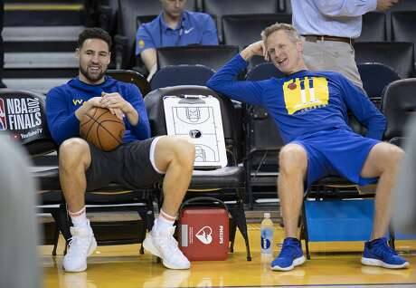 Golden State Warriors' Klay Thompson, left, and head coach Steve Kerr share a laugh during practice for the NBA Finals against the Toronto Raptors Tuesday, June 4, 2019, in Oakland, Calif. Game 3 of the NBA Finals is Wednesday, June 5, 2019, in Oakland, Calif. (Frank Gunn/The Canadian Press via AP)