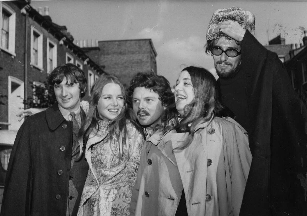 """Scott McKenzie with members of the Mamas and Papas. FILE - In an Oct. 6, 1967 file photo Scott McKenzie, center, poses with """"The Mamas And The Papas"""" in London. From left to right are Denny Doherty, Michele Gillian, Scott McKenzie, Cass Elliott and John Phillips. (AP Photo/Worth) OCT. 6, 1967 FILE PHOTO BLACK AND WHITE ONLY"""