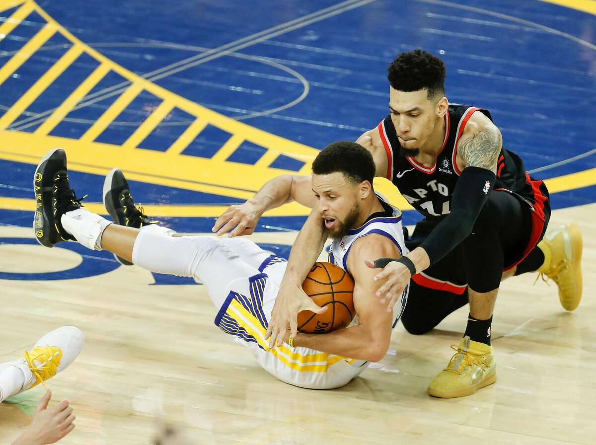 Toronto Raptors' Danny Green and Golden State Warriors' Stephen Curry fight for the ball in the fourth quarter during game 3 of the NBA Finals between the Golden State Warriors and the Toronto Raptors at Oracle Arena on Wednesday, June 5, 2019 in Oakland, Calif.