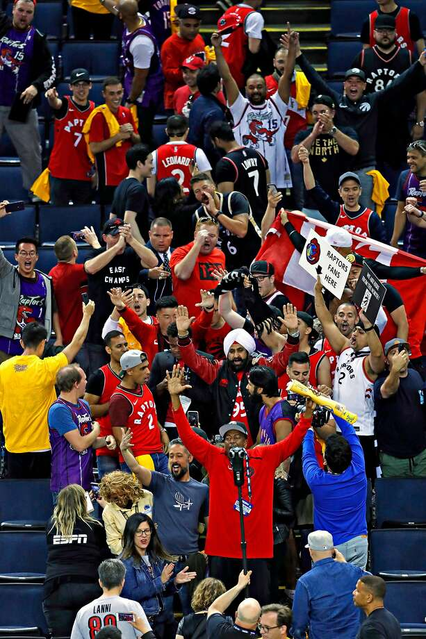 new style 91834 37a6a Raptors fans wouldn't leave Oracle after Game 3 - SFGate