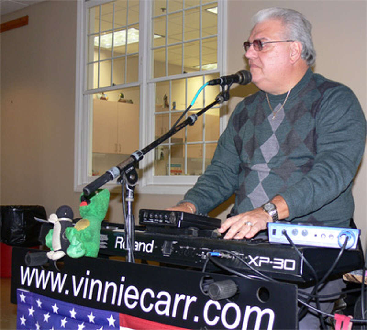 Vinnie Carr provides the lives music, with plenty of oldies, at the party.