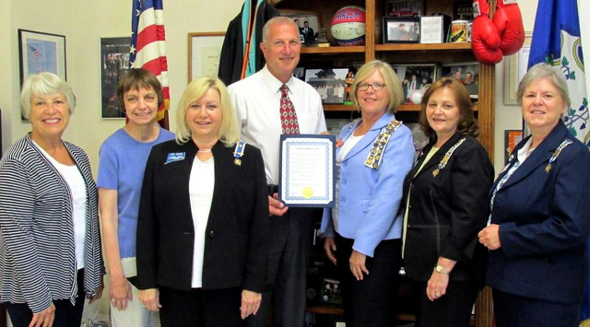 Mayor Mark Lauretti presents the Constitution Week proclamation to members of the local Daughters of the American Revolution chapter. From left are Betsy Grant, Judy Savary, Linda Papp, Lauretti, chapter Regent Christy Hendrie, Linda Tidrick and Mary Rozsa.