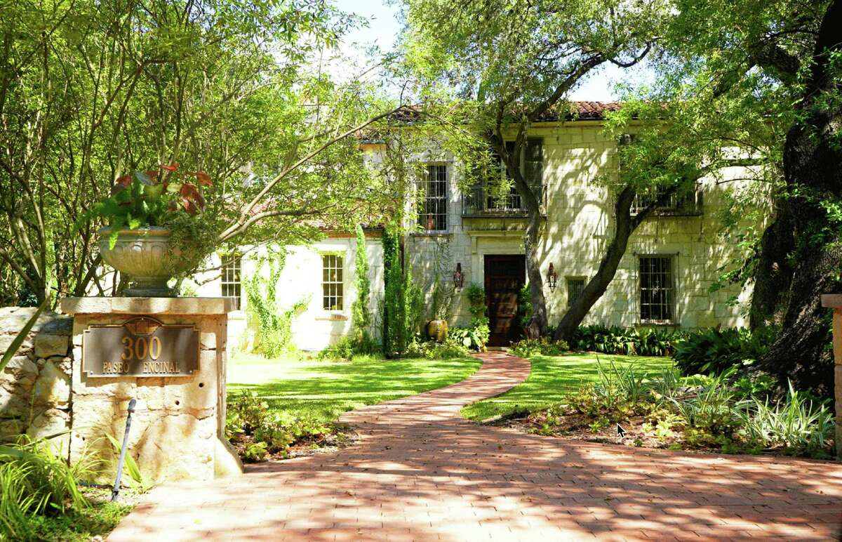 Negley-Catto House, 300 Paseo Encinal St. (George Louis Walling, 1929): Though the styling is derived from an Italian Farmhouse, the salvaged stone and grounded first floor place this residence in San Antonio.