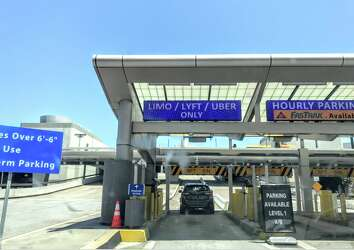 Sunday was a chaotic night for Uber, Lyft at SFO - SFGate