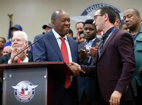 Mayor Sylvester Turner shakes hands with Joe Gamaldi, president of the Houston Police Officers' Union, during a Jan. 31, 2018, news conference. ( Karen Warren / Houston Chronicle )