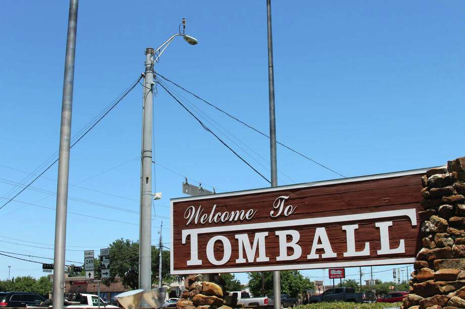 The red-light cameras in Tomball at the intersection of FM 2920 and Business 249 are no longer active after a new state law banned their use on June 1. Photo: Melanie Feuk