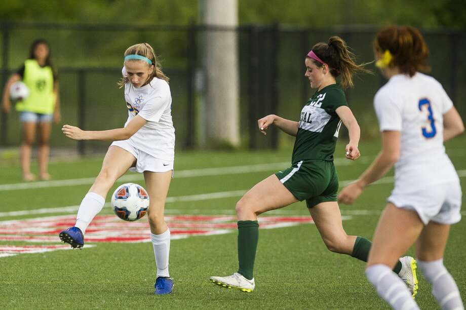 Midland's Lauren Shephard sends the ball down the field during the Chemics' 2-0 regional finals loss to Forest Hills Central on Thursday, June 6, 2019 in Kentwood. (Katy Kildee/kkildee@mdn.net) Photo: (Katy Kildee/kkildee@mdn.net)