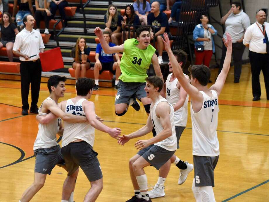 The Staples Wreckers celebrate after defeating the Darien Blue Wave 3-2 in the CIAC Class L boys volleyball final at Shelton High School on Thursday. Photo: David Stewart / Hearst Connecticut Media / Connecticut Post