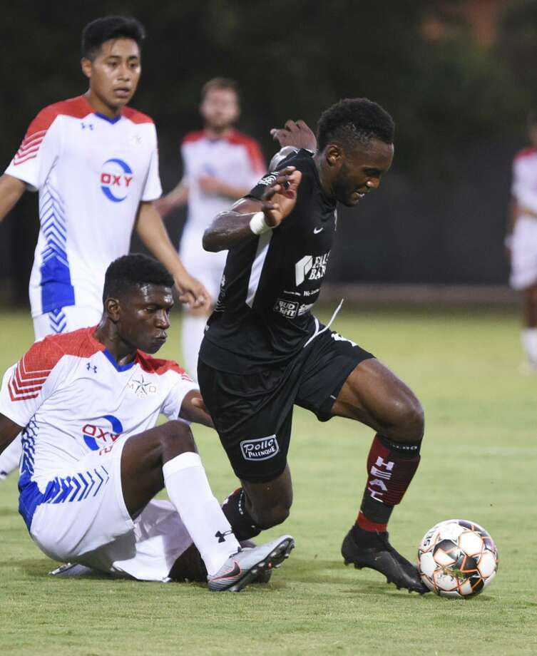 Ivan Sakou and the Heat suffered the worst loss in the team's National Premier Soccer League tenure as they fell 4-0 to the Midland-Odessa Sockers FC. Photo: Danny Zaragoza /Laredo Morning Times
