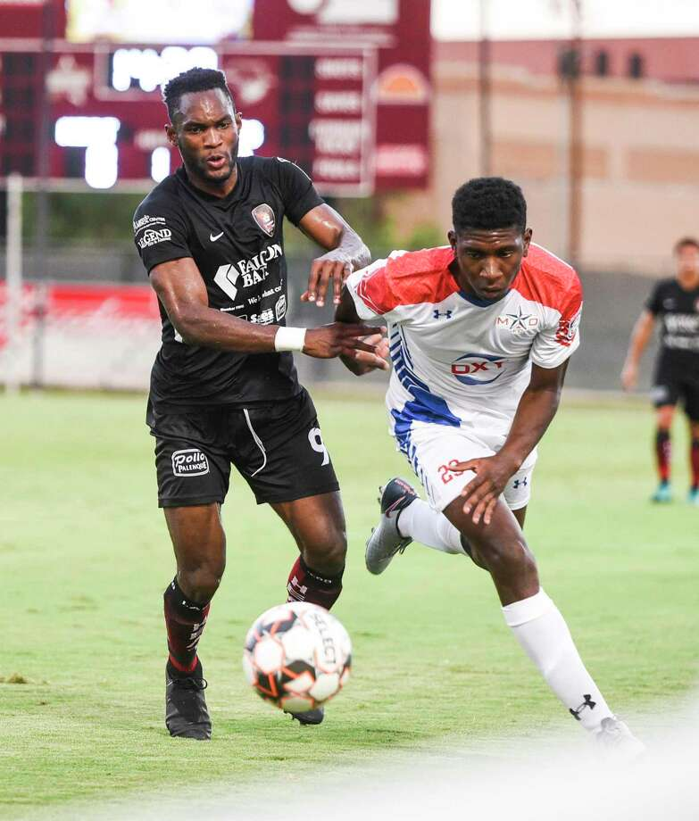 Ivan Sakou and the Heat fell to the Midland-Odessa Sockers FC 2-0 on the road Thursday. Photo: Danny Zaragoza /Laredo Morning Times File