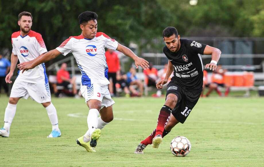 Jose Luis Hincapie and the Heat play at 7:30 p.m. Thursday against the Fort Worth Vaqueros. Laredo will end its two-match road trip at 7 Saturday against the Denton Diablos. Photo: Danny Zaragoza /Laredo Morning Times File