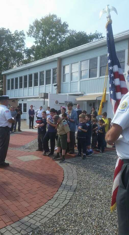 2016-scouts-at-flag-retirement-in-shelton-1