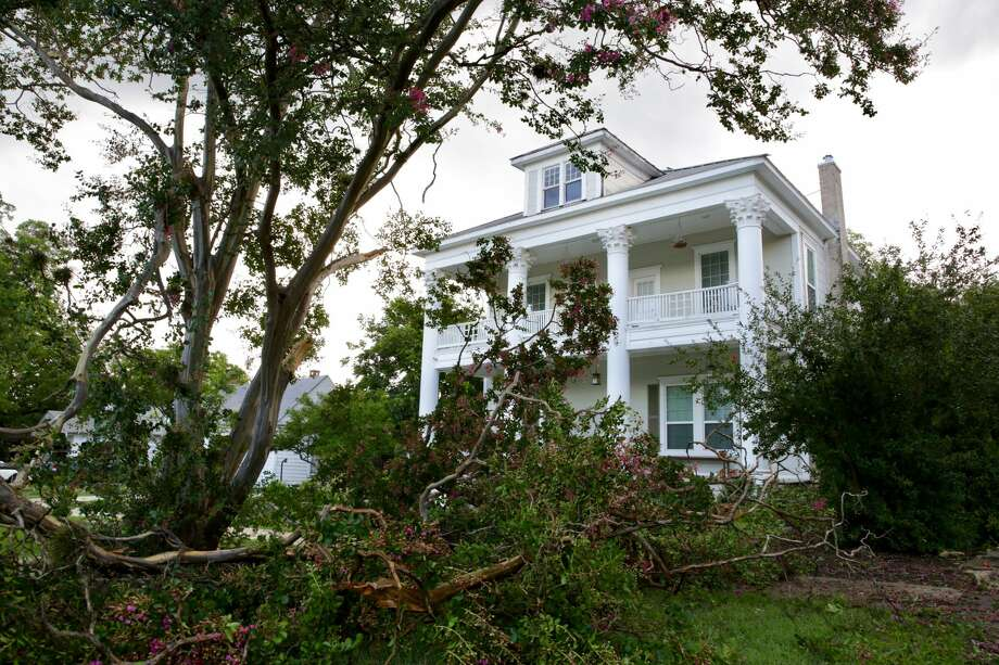 Broken branches from trees fell blocking a driveway in front this house on W Magnolia near Michigan on Thursday afternoon. Photo: Bob Owen/San Antonio Express-News