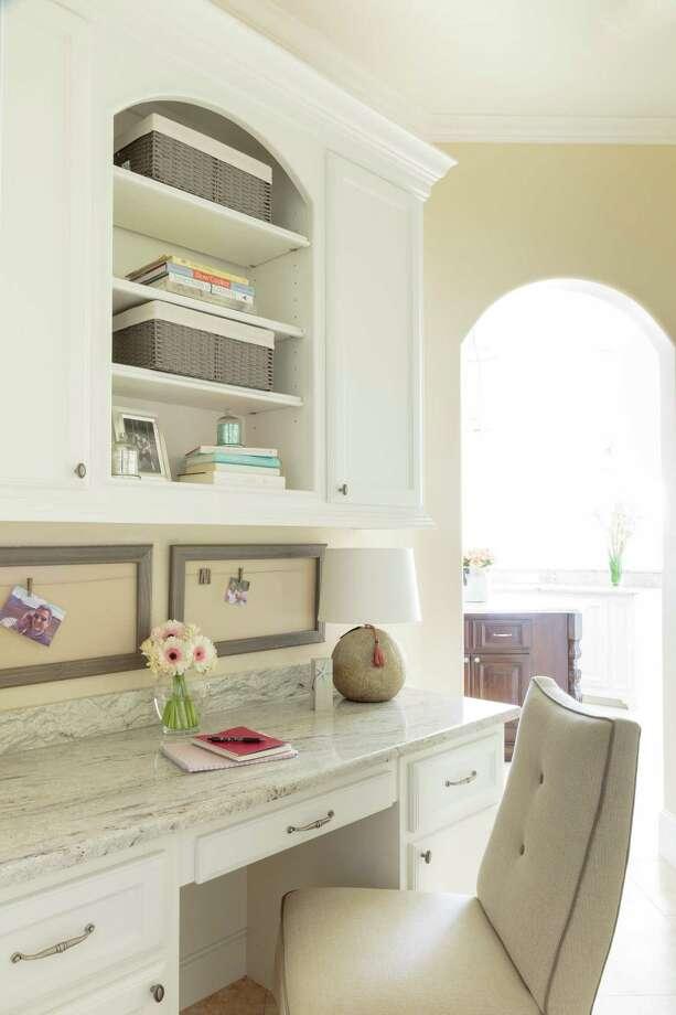 A clean desk and workspace will help you be more efficient. Photo: Richard Davis, Interior Designer / © Marker Girl