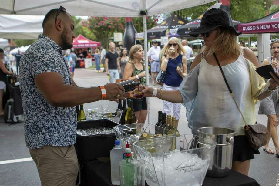 Oscar Pena, left, pours a sample of wine for Suzanne Grove during the HEB Wine Walk on Thursday, June 6, 2019 at Market Street in The Woodlands. Photo: Cody Bahn, Houston Chronicle / Staff Photographer / © 2018 Houston Chronicle