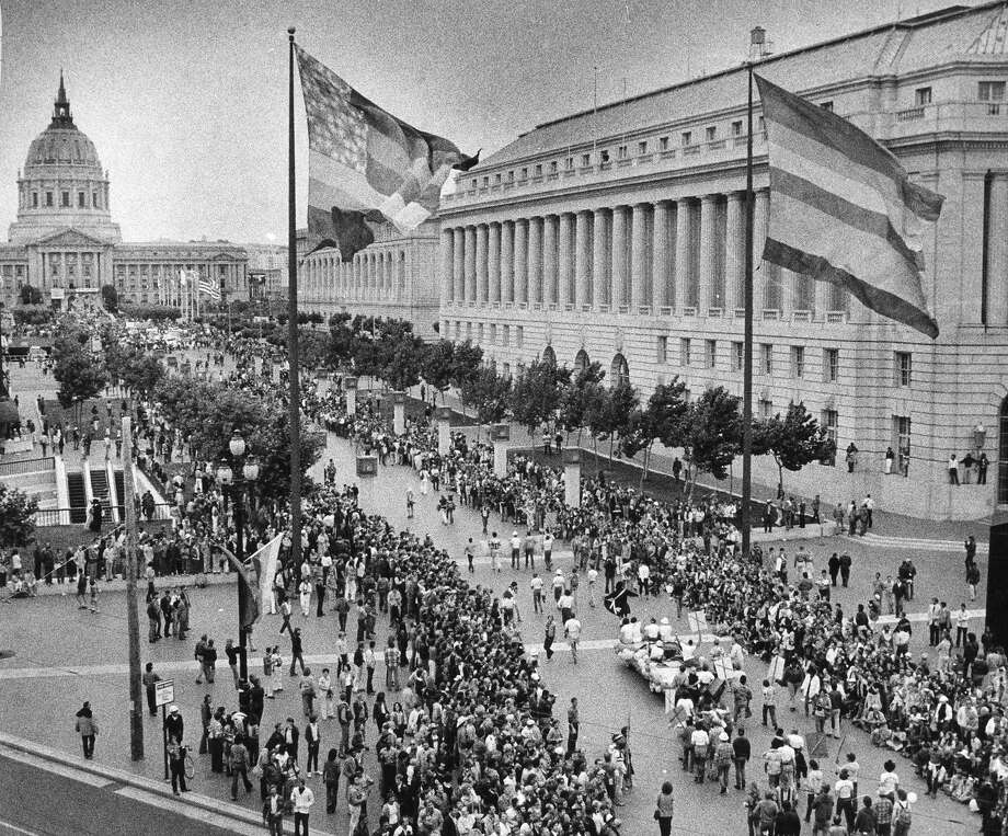Crowds line the parade route as it turns off Market Street at U.N. Plaza on June 24, 1979. Photo: Vici MacDonald / The Chronicle 1979