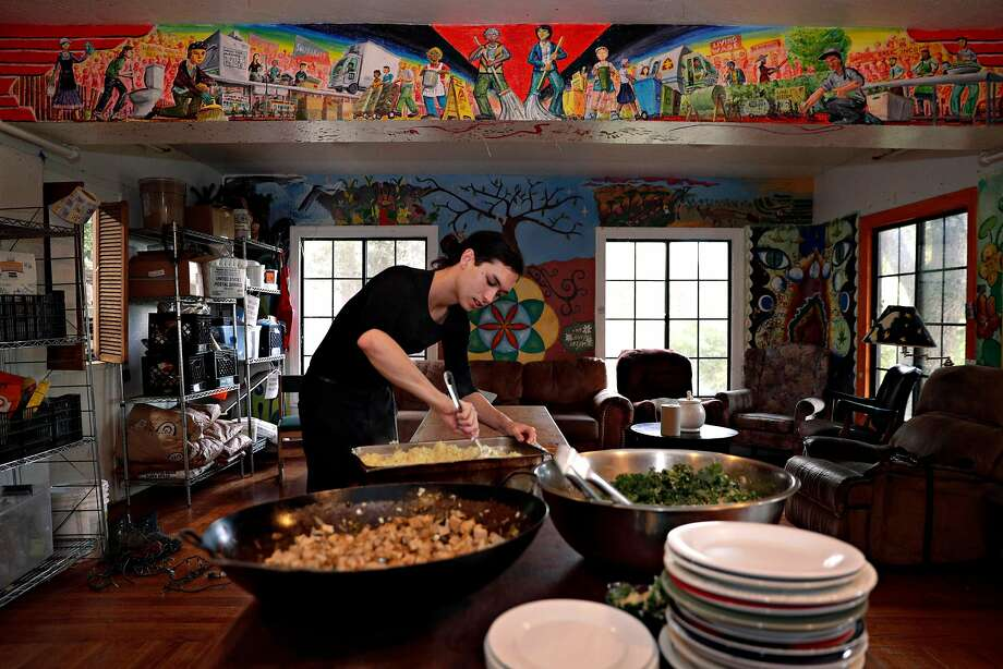 Dylan Burgoon serves dinner for his housemates at Loth. Photo: Carlos Avila Gonzalez / The Chronicle