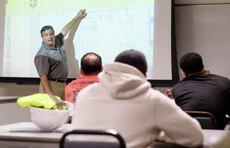 Sid Morris leads a discussion on proper measuring techniques for plumbers at the Plumbers Apprenticeship School on Friday, December 1, 2017 in Houston Texas. Photo: Wilf Thorne / For The Chronicle / © 2017 Houston Chronicle