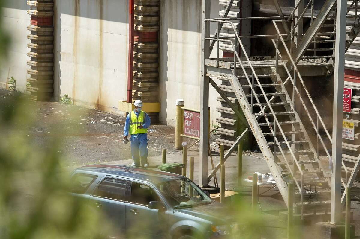 State police detectives search through garbage at a Hartford trash-to-energy plant looking for evidence on June 4, 2019 in the investigation of the disappearance of New Canaan mother Jennifer Farber Dulos who has been missing since May 24. A corps of state police, using eight German Shepherd cadaver dogs since mid-afternoon Monday have been sifting through garbage collected in Hartford's north end at the Materials Innovation and Recycling Authority's trash-to-energy plant on Maxim Road in Hartford's South Meadows, MIRA officials confirmed Tuesday morning.(Patrick Raycraft/Hartford Courant/TNS)