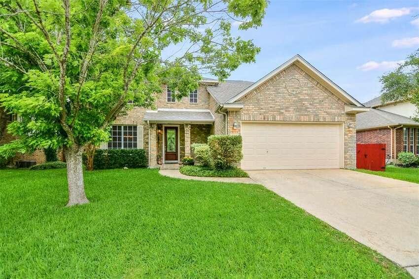 2618 Century Ranch 3 bedrooms, 2 baths, 1 partial bath Price: $279,000