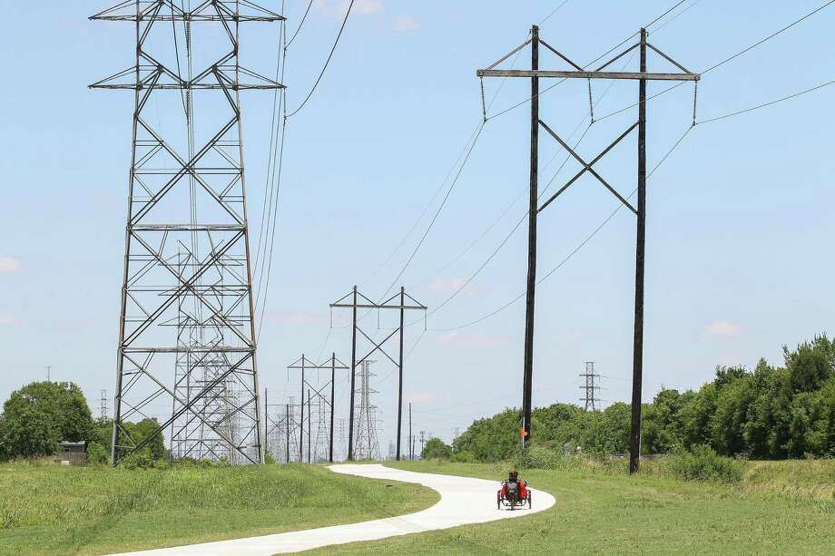 Wholesale electricity prices will be lower this year nationwide than they were in 2018, reflecting milder weather and lower natural gas prices. The biggest drop, according to the Department of Energy, will be in Texas. Photo: Steve Gonzales, Houston Chronicle / Staff Photographer / © 2019 Houston Chronicle