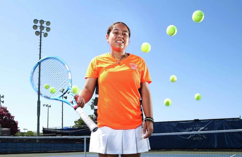 Burbank's Valerie Navarro-Cavazos is the first San Antonio ISD player since 1965 to medal at state. Photo: Kin Man Hui / Staff Photographer / ©2019 San Antonio Express-News