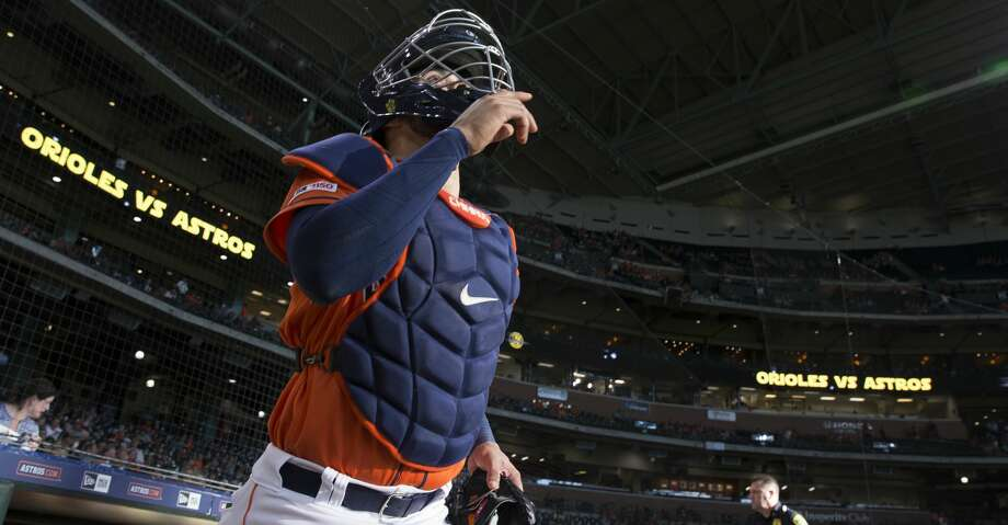 Houston Astros catcher Robinson Chirinos (28) points to the sky when he goes onto the field for practice before the MLB game against the Baltimore Orioles at Minute Maid Park on Friday, June 7, 2019, in Houston. Photo: Yi-Chin Lee/Staff Photographer