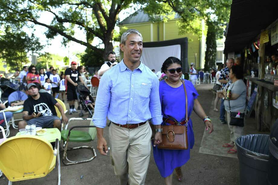 Incumbent San Antonio Mayor Ron Nirenberg and his wife, Erika Prosper, arrive for his runoff election night watch party at The Friendly Spot on Saturday, June 8, 2019. Photo: Billy Calzada, Staff / Staff Photographer / Billy Calzada