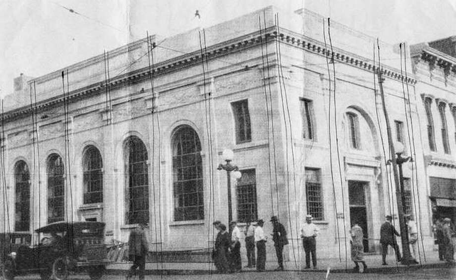 The former facade of the Elliot bank building on the square in downtown Jacksonville is no longer visible. Photo: Photo Provided