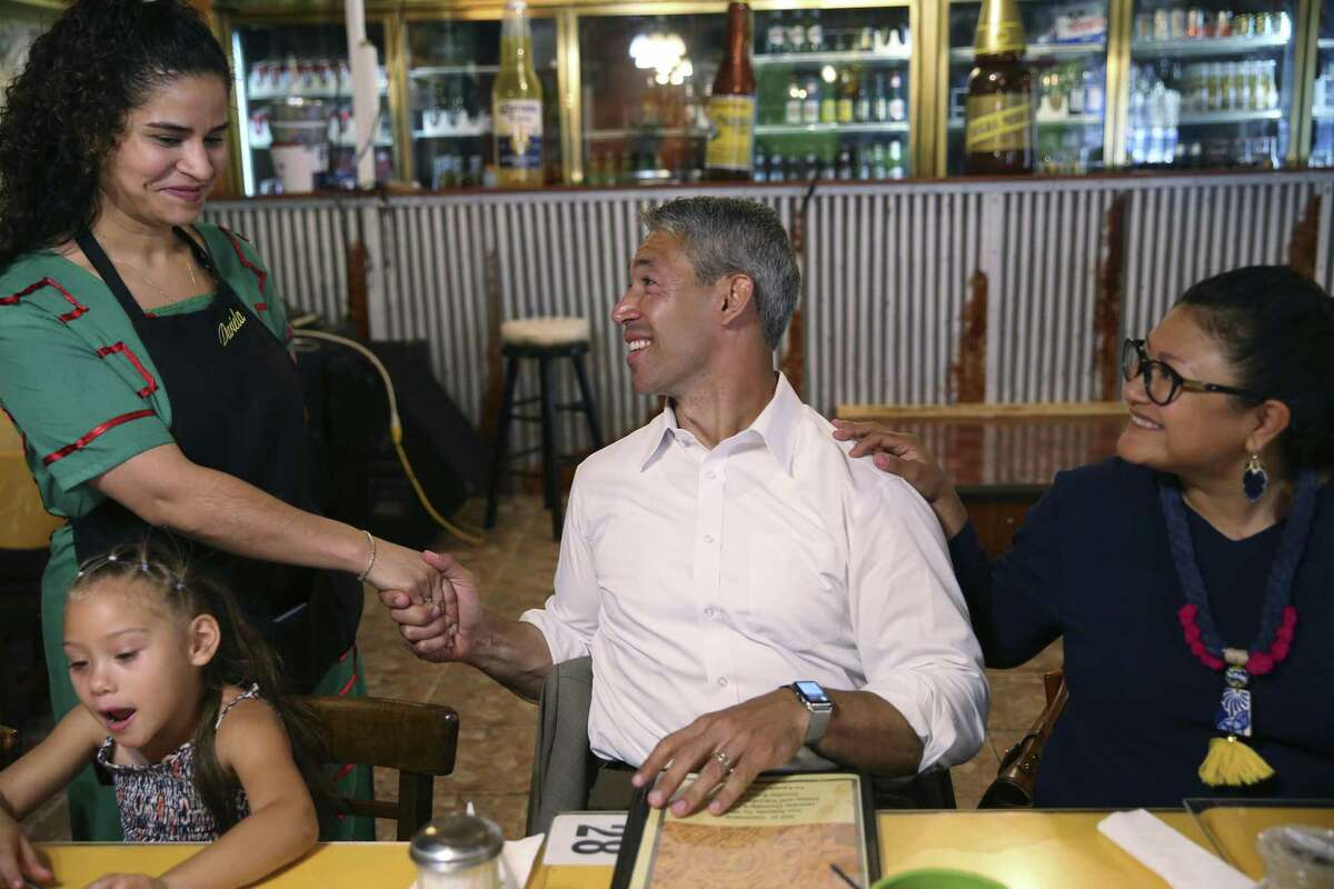 Dariela Torres shakes hands with Mayor Ron Nirenberg as he lunches with family and friends at Taqueria El Chilaquil.