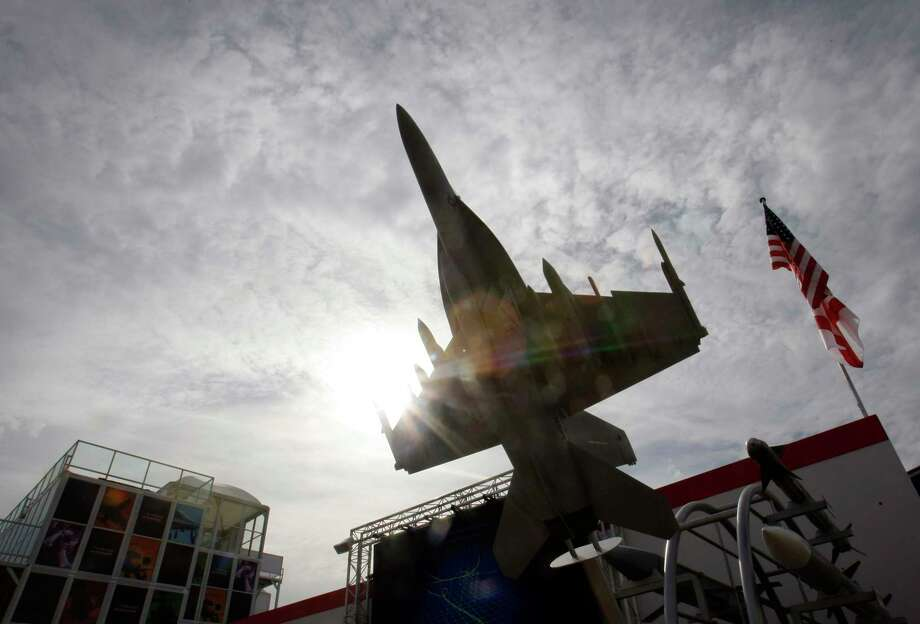 A model of a Raytheon fighter seen at an airshow in Farnborough, U.K. Photo: Bloomberg Photo By Simon Dawson / Bloomberg
