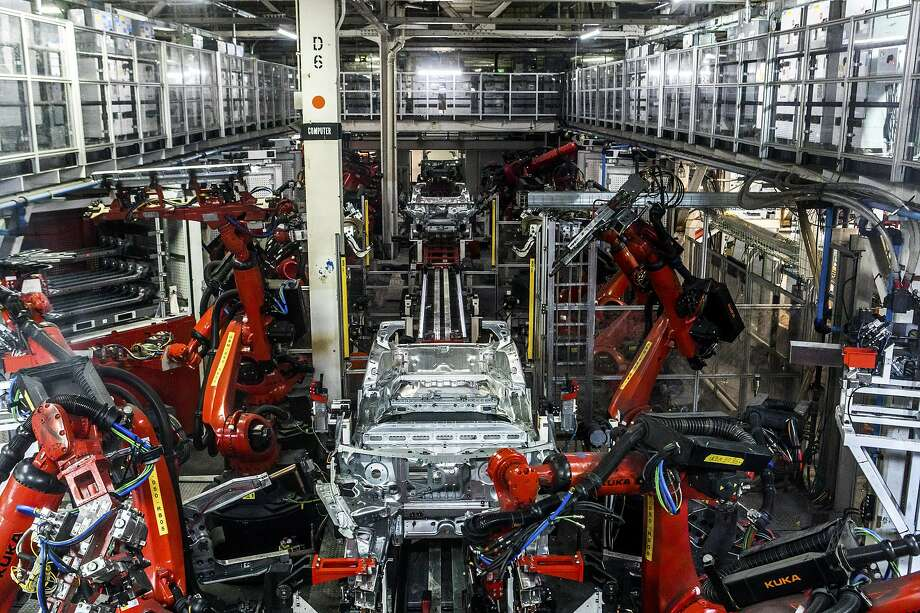 Large robot arms make up a big part of the Tesla factory in Fremont. But the going is slow. Photo: Christie Hemm Klok / New York Times 2018