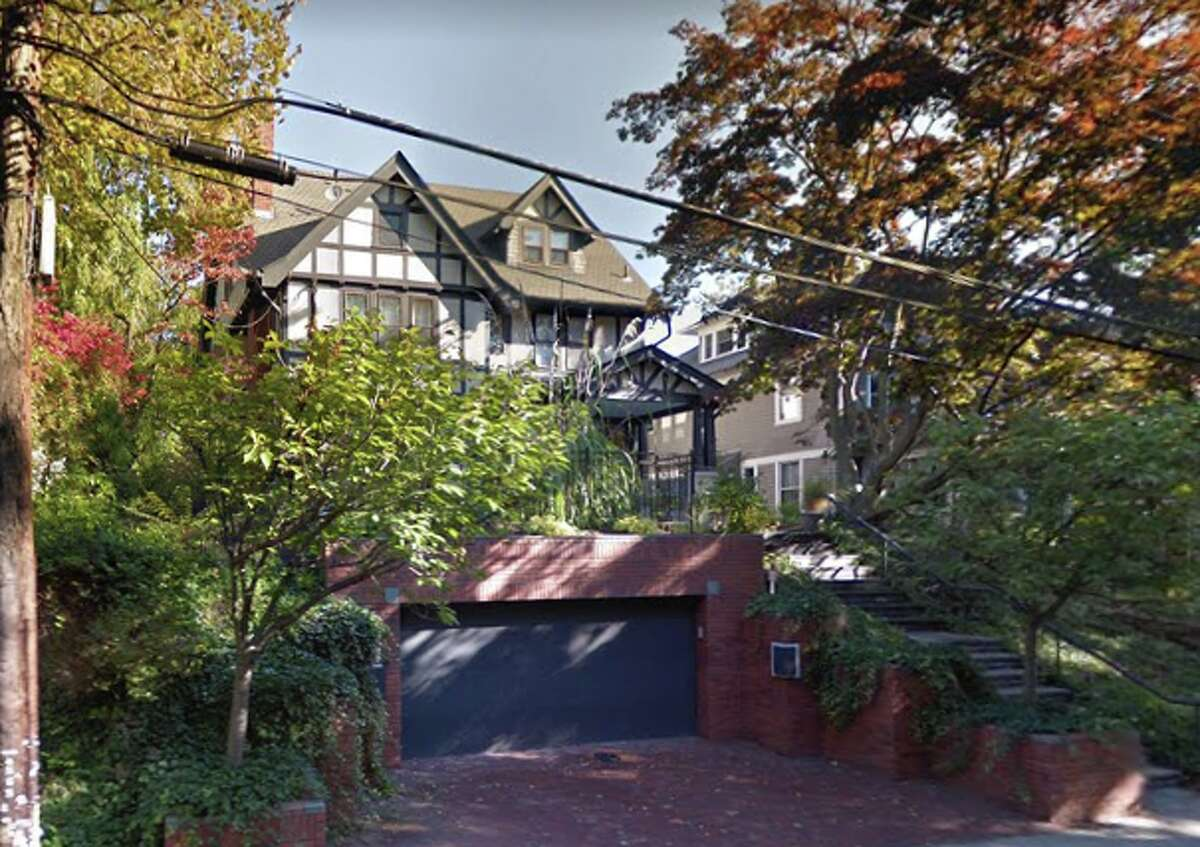 161 Linden St. Seller/buyer: Sandy Lee-Chang to Wendy Tsung and Raymond Tsao Price: $840,000