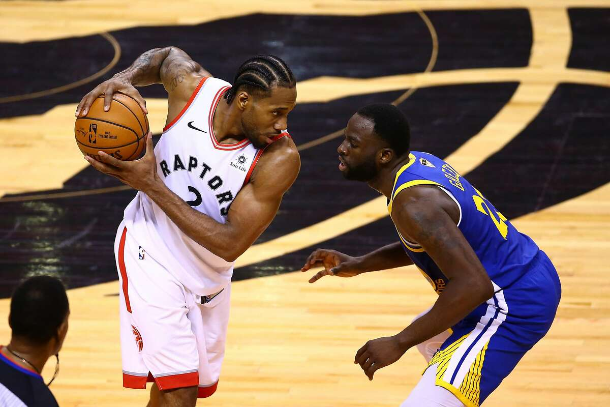 TORONTO, ONTARIO - JUNE 10: Kawhi Leonard #2 of the Toronto Raptors is defended by Draymond Green #23 of the Golden State Warriors in the second half during Game Five of the 2019 NBA Finals at Scotiabank Arena on June 10, 2019 in Toronto, Canada. NOTE TO USER: User expressly acknowledges and agrees that, by downloading and or using this photograph, User is consenting to the terms and conditions of the Getty Images License Agreement. (Photo by Vaughn Ridley/Getty Images)