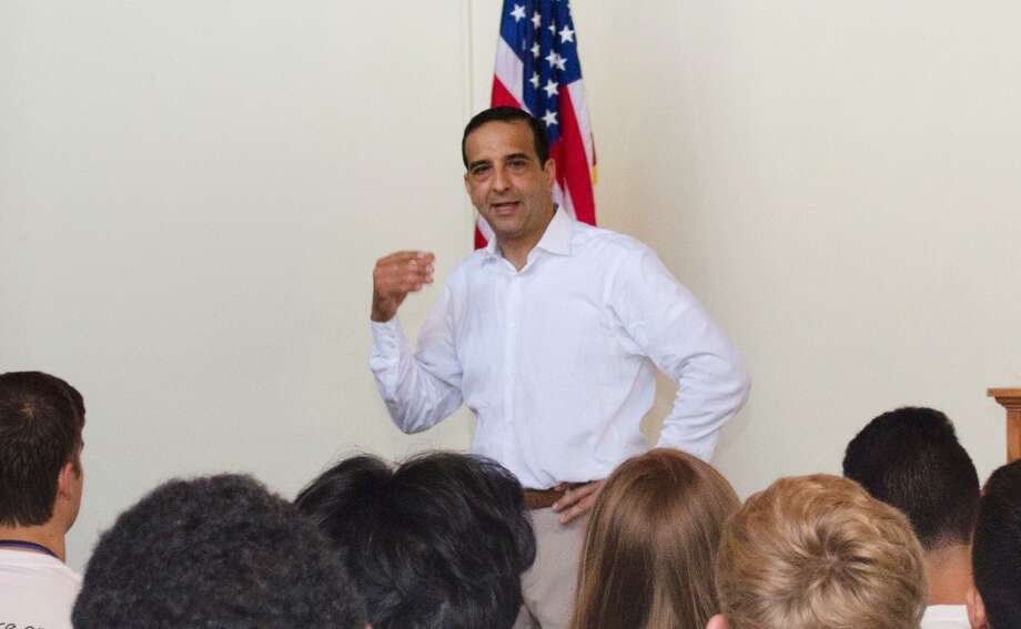 Liberty Power CEO David Hernandez addresses students from Florida, Connecticut and other states at a September 2014 conference in West Palm Beach, Fla. Connecticut regulators filed notice of the intent to fine Liberty Power $1.5 million for violating state laws on marketing disclosures, after weighing the company's arguments otherwise. (File press photo via Liberty Power) Photo: /