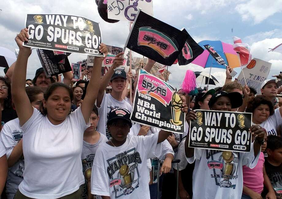 Thousands of San Antonio Spurs fans cheer as the 1999 NBA world champions return home Saturday, June 26, 1999.  The Spurs beat the New York Knicks 4-1 in the best-of-seven series for their first championship. (AP Photo/Pat Sullivan)  HOUCHRON CAPTION (06/27/1999):   Thousands of San Antonio Spurs fans cheer as the 1999 NBA world champions return home Saturday. The Spurs beat the New York Knicks 4-1 Friday in the best-of-seven series for their first championship. Photo: Pat Sullivan, AP