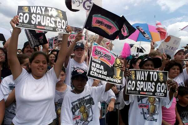Thousands of San Antonio Spurs fans cheer as the 1999 NBA world champions return home Saturday, June 26, 1999. The Spurs beat the New York Knicks 4-1 in the best-of-seven series for their first championship. (AP Photo/Pat Sullivan) HOUCHRON CAPTION (06/27/1999): Thousands of San Antonio Spurs fans cheer as the 1999 NBA world champions return home Saturday. The Spurs beat the New York Knicks 4-1 Friday in the best-of-seven series for their first championship.
