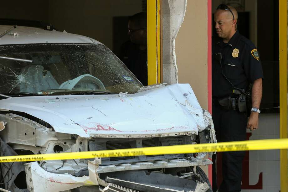 Houston Police officers investigate the scene where a vehicle crashed into Medi Grill restaurant on the 5800 block of Martin Luther King Boulevard Wednesday, June 12, 2019, in Houston. One person died in the crash. Photo: Godofredo A. Vásquez/Staff Photographer