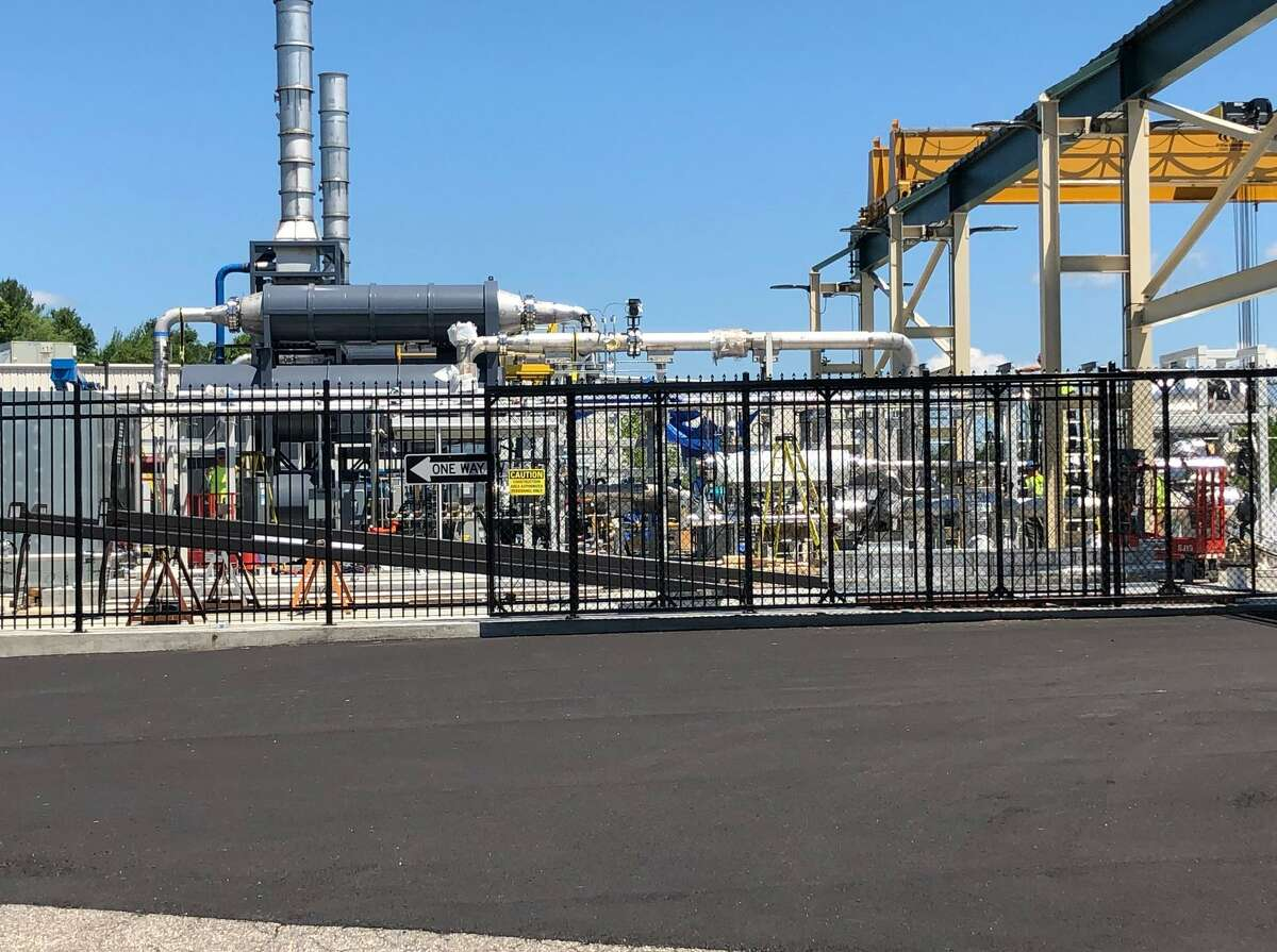 Power generation equipment at FuelCell Energy plant in Torrington.