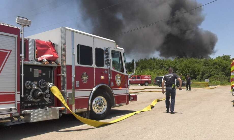 Houston firefighters battle a blaze at a recycling facility on Lawndale near Kellogg on Wednesday, June 12, 2019. Photo: Jay R. Jordan