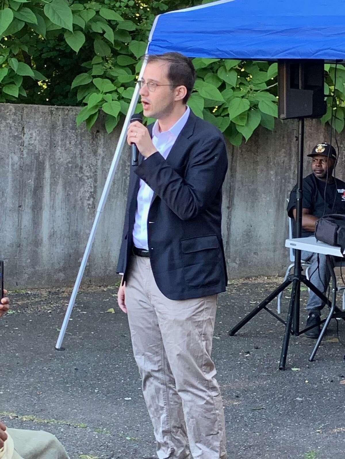 Attorney Alex Taubes supports Mayor Toni Harp