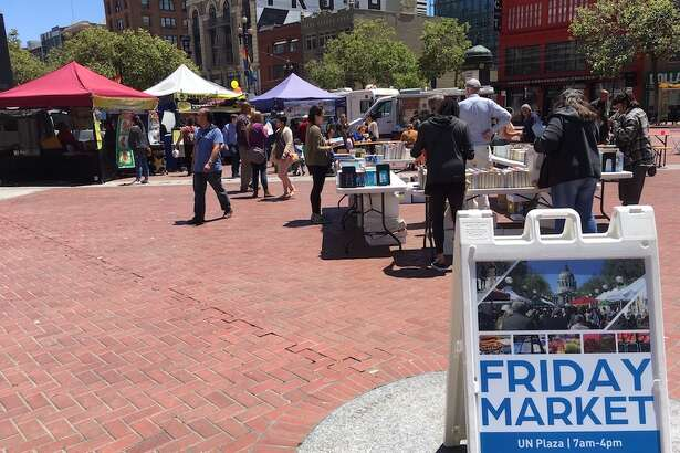 UN Plaza hosts food trucks, craft vendors and a farmers market each Friday | Photo: Carrie Sisto/Hoodline