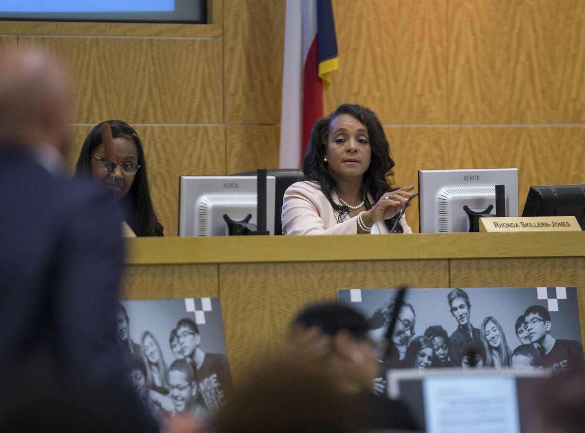 In this 2018 file photo, Houston ISD Trustee Rhonda Skillern-Jones speaks during a board meeting. ( Mark Mulligan / Houston Chronicle )