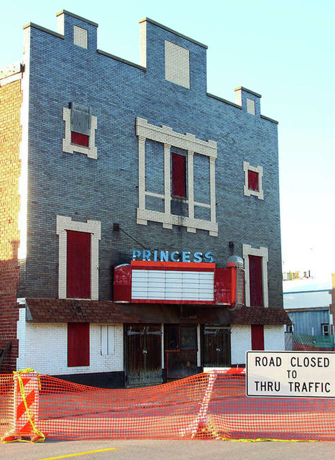 East Fourth Street in Beardstown was closed Monday because of the city's concerns about the structure. Photo: Rosalind Essig | Journal-Courier